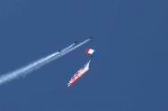 Skydivers (3)