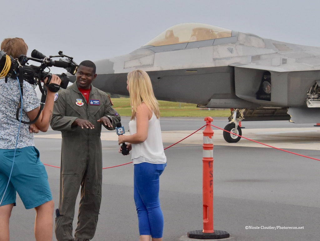 """An Interview with """"Loco"""", the F-22 Demo Pilot! - Photorecon net"""