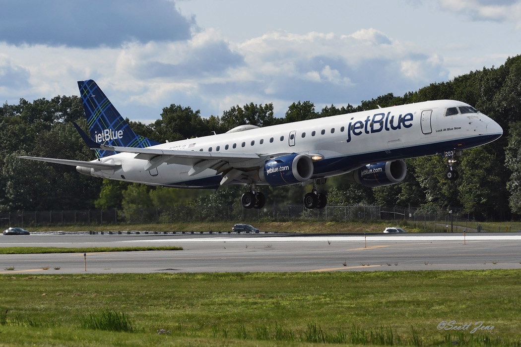 JetBlue_Embraer_190_5275