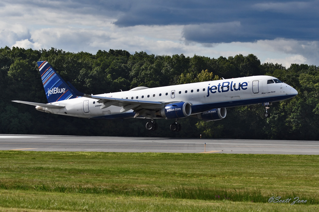 JetBlue_Embraer_190_6161