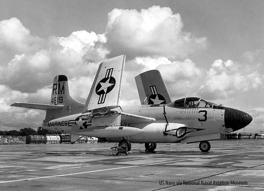 1024px-EF-10B_Skyknight_of_VMCJ-1_at_MCAS_El_Toro_edited-1