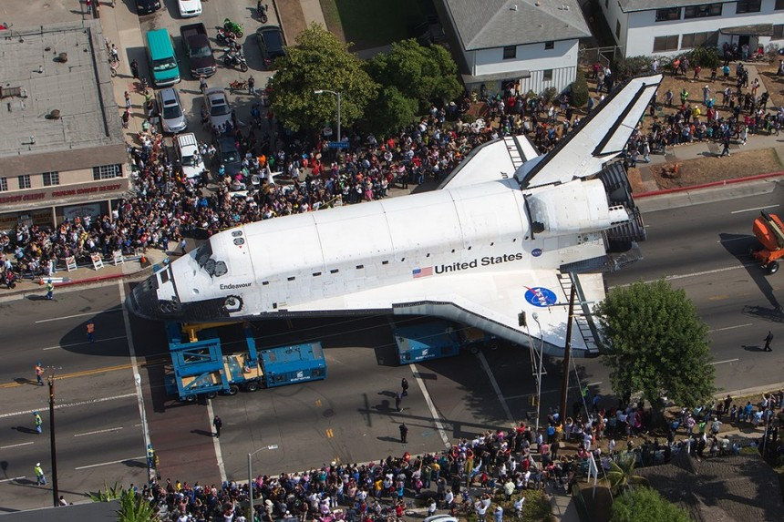 speed mass and space shuttle endeavor The space shuttle was developed by the national aeronautics and space administration, more commonly known as nasa the vehicle consists of a winged orbiter, two solid.