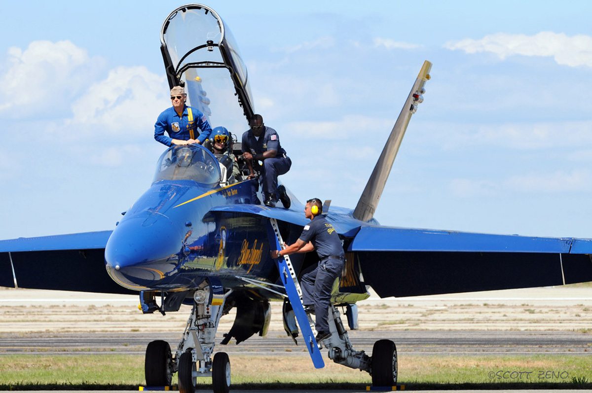 Blue_Angels_Crew_3499