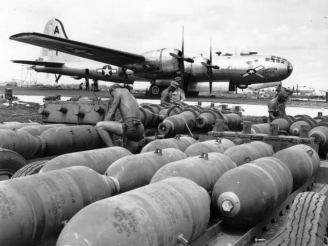 b29-dauntless-dotty-wwii-bomb-loading-pacific