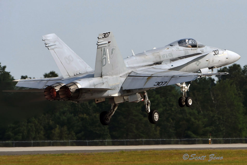 Barnes_USN_F-18_Demo_3127