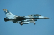 27 F-16D_92-3927_WA_04-2001_1024_09_filtered