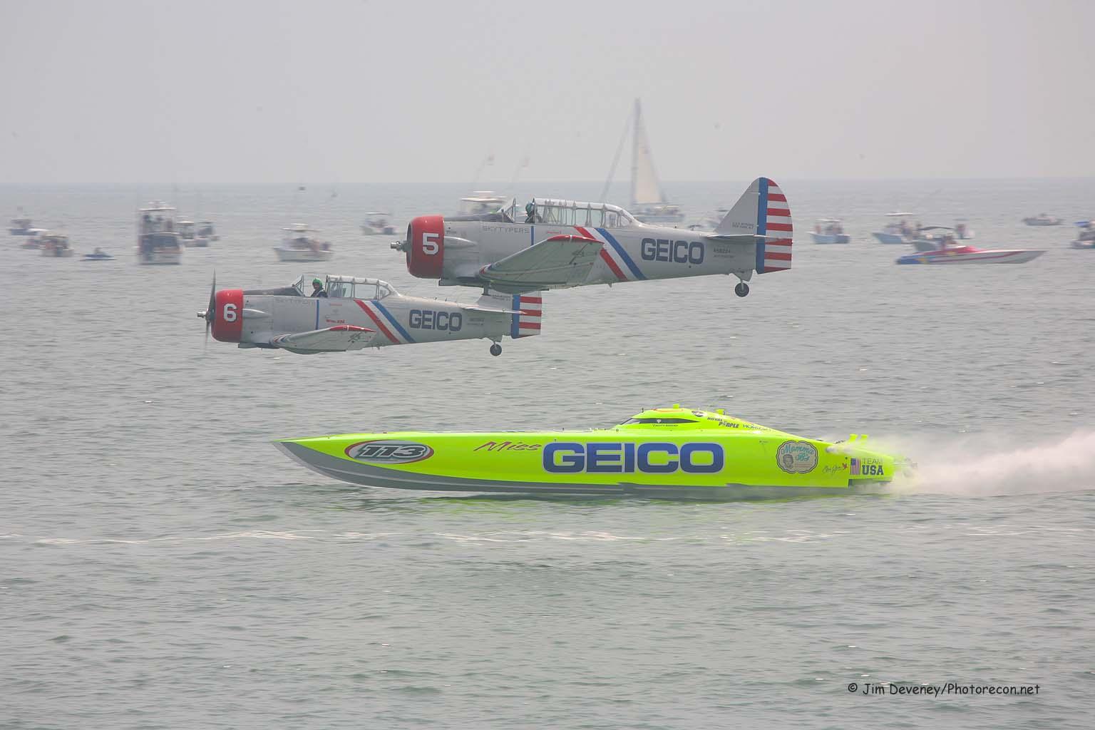 Miss Geico Racing the Geico Skytypers(1)