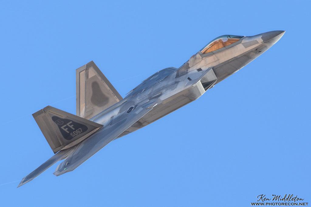 F-22A_044067_KLSV_20170124_KenMiddleton_4x6_web_DSC_5306_PR
