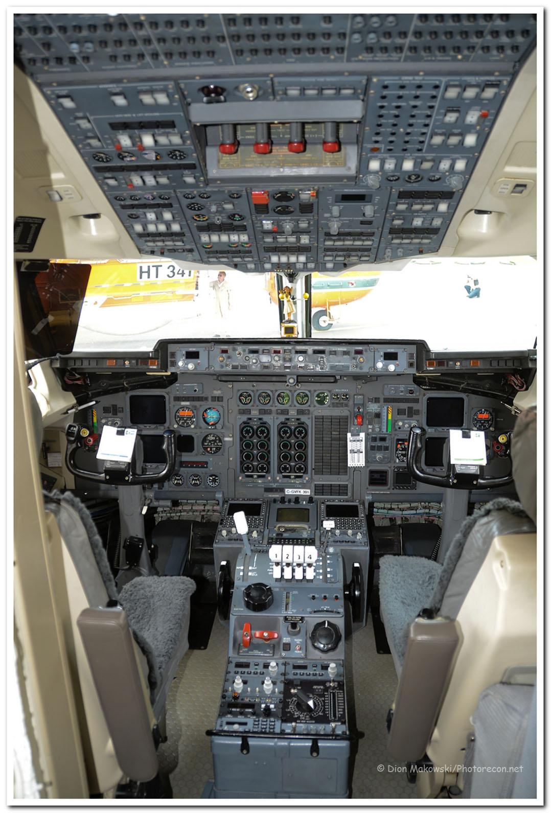 Bomber 391, Flightdeck