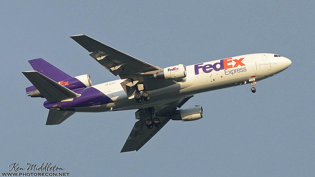 1 DC-10_N571FE_KBDL_21May2014_KenMiddleton_9x16_web_DSC_4061_PR[1]