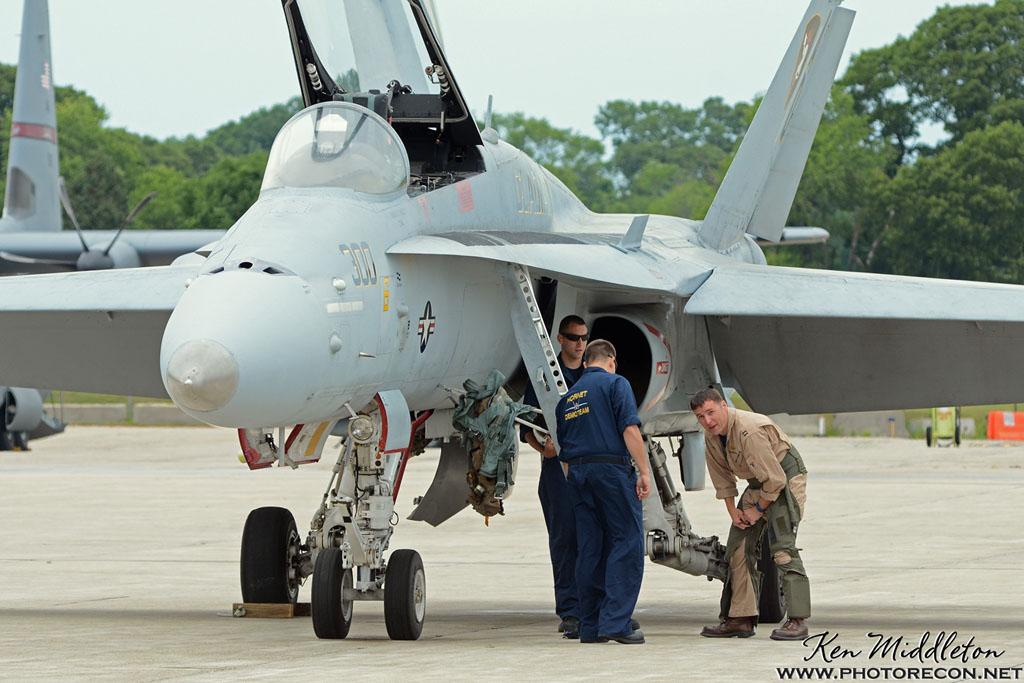 F-18C_163506_KOQU_20160611_KenMiddleton_4x6_web_DSC_0273_PR