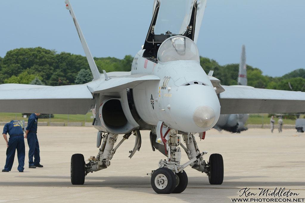 F-18C_163506_KOQU_20160611_KenMiddleton_4x6_web_DSC_0334_PR