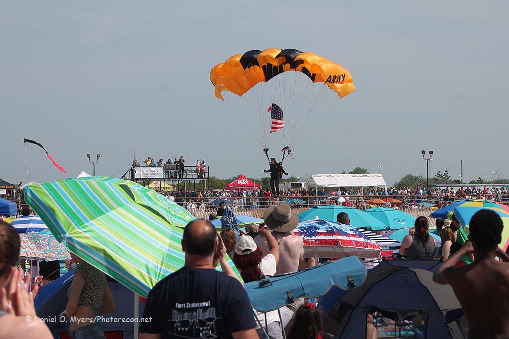 Golden Knight American Flag Landing
