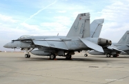 26-FA-18E_166825_VFA-136_AB305