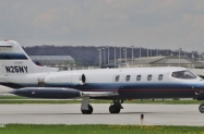 N25NY Lear 25D taxiing to Signature MKE 5-17-14