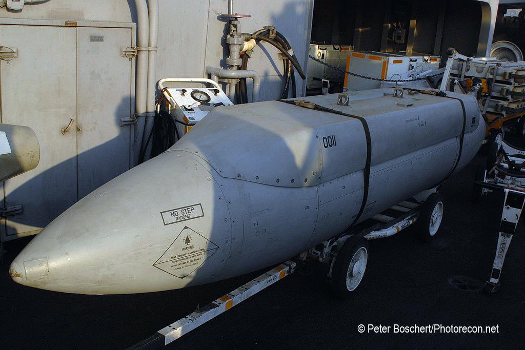 100 FA-18E_SHAred Reconnaissance Pod