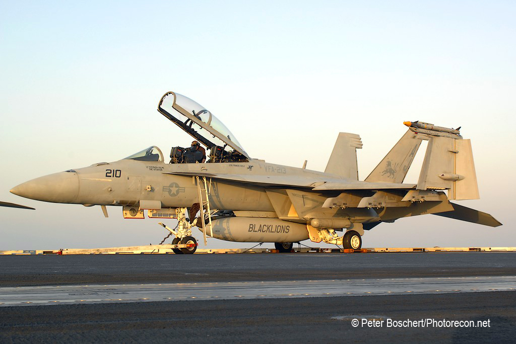 163 FA-18F_166636_VFA-213_AJ210_USS George HW Bush_CVN-77