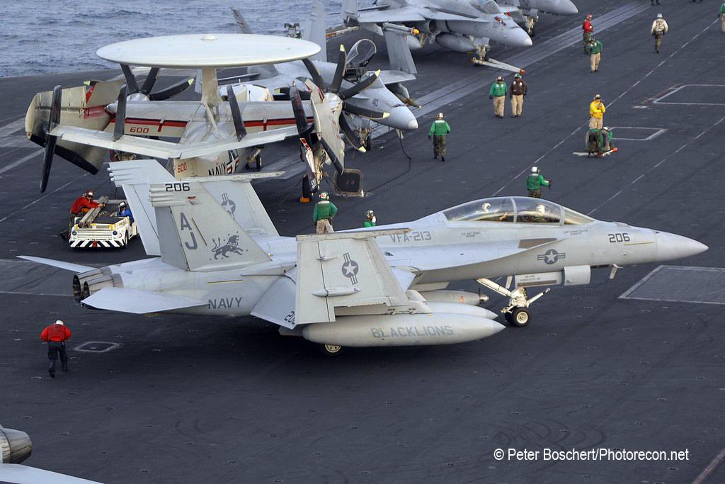 188 FA-18F_166684_VFA_213_AJ206_USS George HW Bush_CVN-77