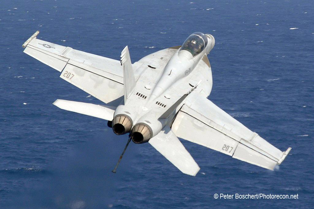 201 FA-18F_166809_VFA-211_AB207_USS Enterprise_CVN-65_2