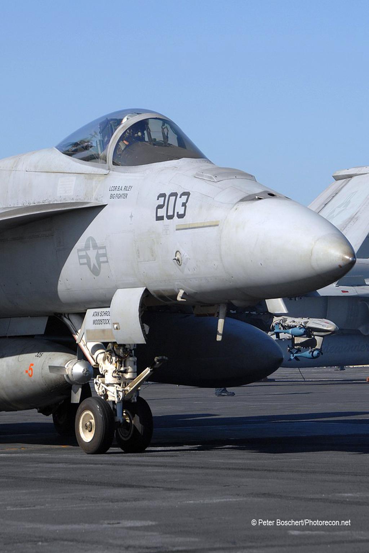 26 FA-18E_166433_VFA-14_NH203_USS Nimitz_CVN-68