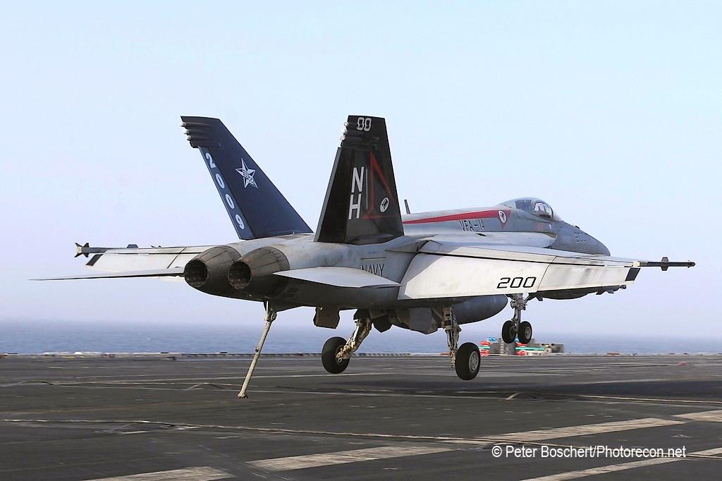 27 FA-18E_166434_VFA-14_NH200_USS Nimitz_CVN-68