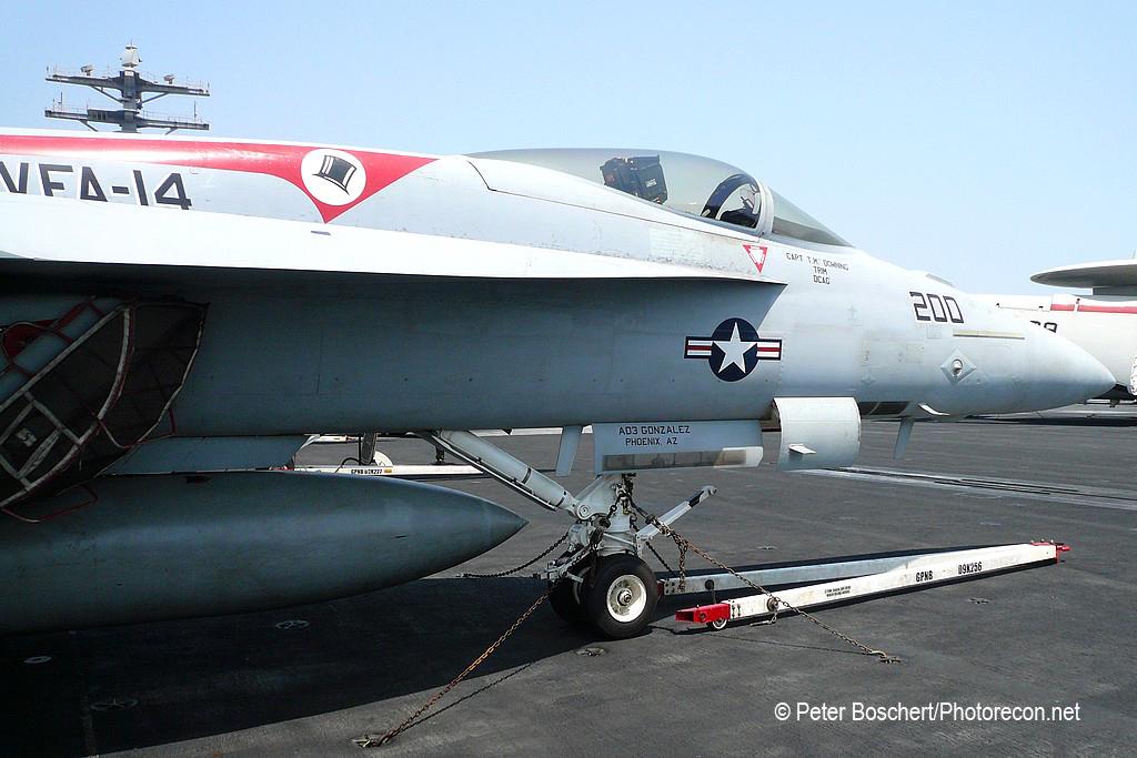 29 FA-18E_166434_VFA-14_NH200_USS Nimitz_CVN-68_3