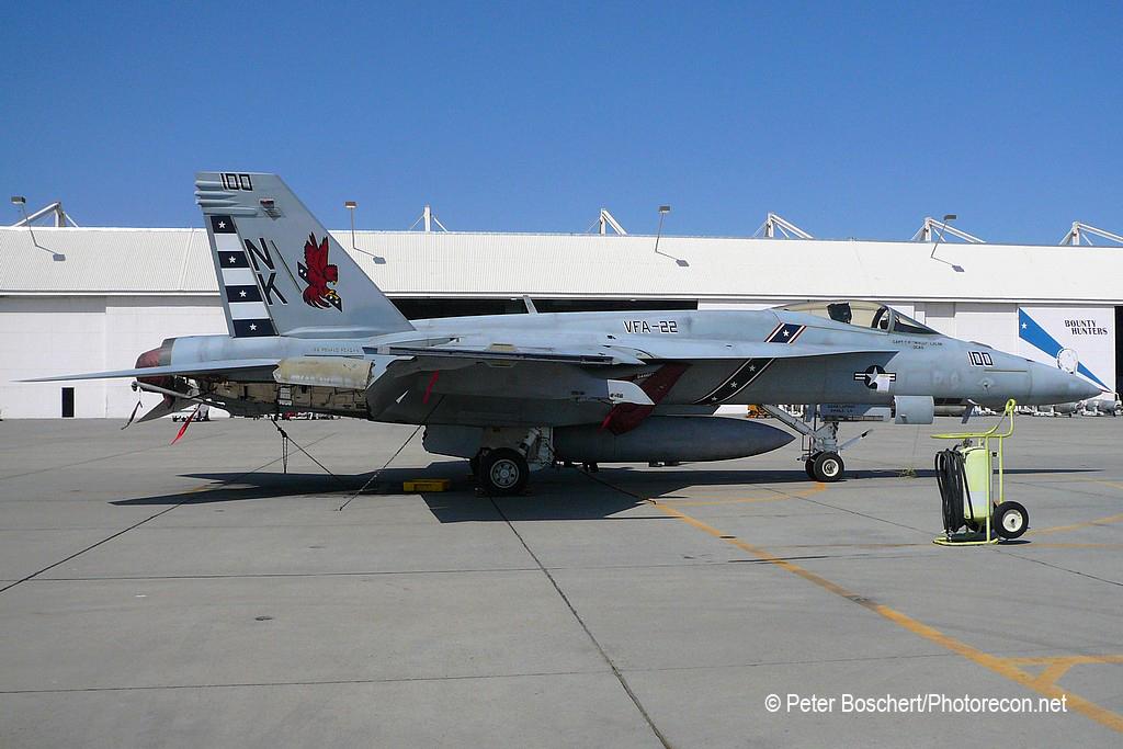 33 FA-18E_166437_VFA-22_NK100_NAS Lemoore