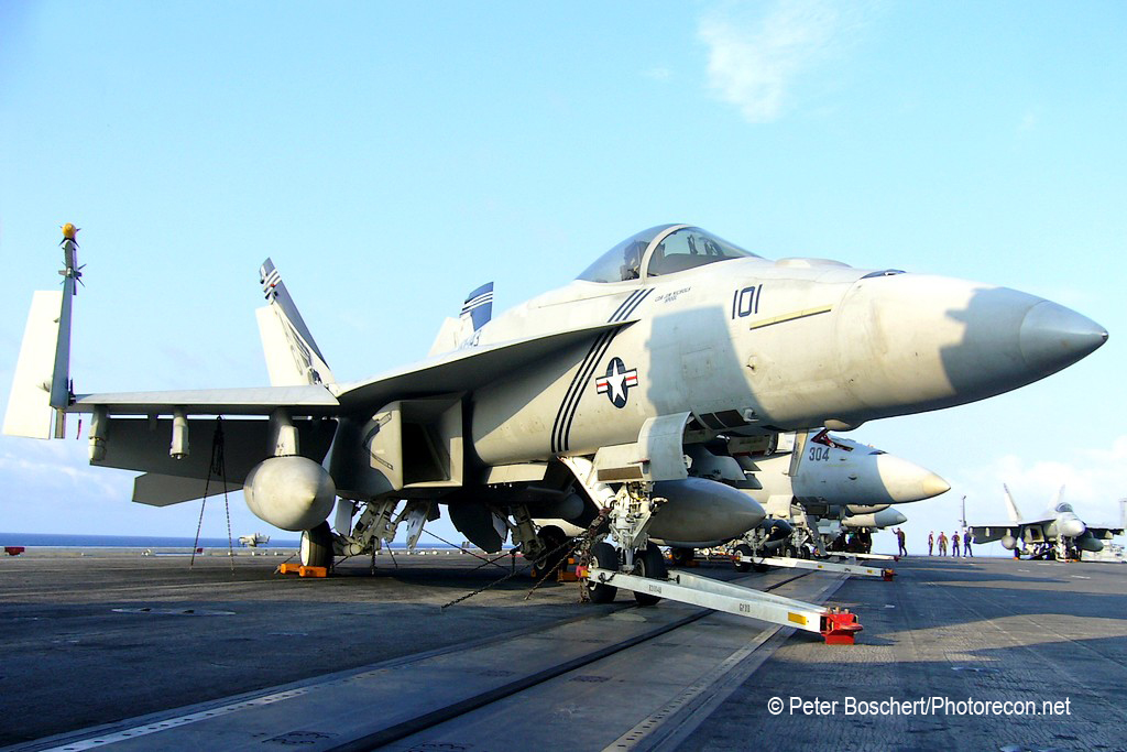43 FA-18E_166609_VFA-143_AG101_Dwight D Eisenhower_CVN-69