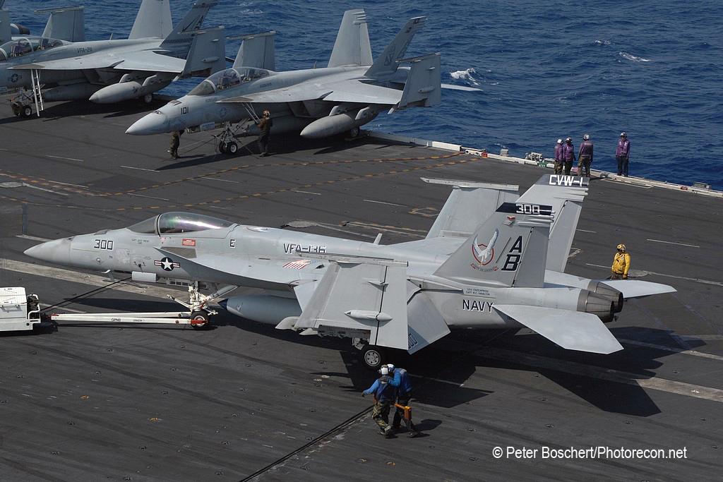73 FA-18E_166820_VFA-136_AB300_USS Enterprise_CVN-65