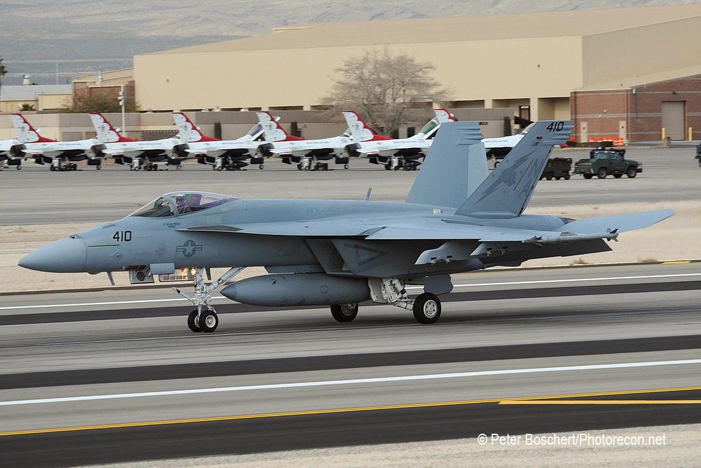 89  FA-18E_168359_VFA-25_NA410_Nellis AFB