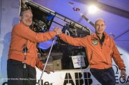 pr 2015_03_09_Solar_Impulse_2_RTW_1rst_Flight_Abu_Dhabi_to_Muscat_take-off_Stefatou--15_thumb[1]