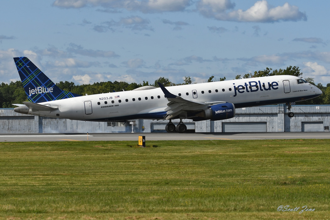 JetBlue_Embraer_190_5284